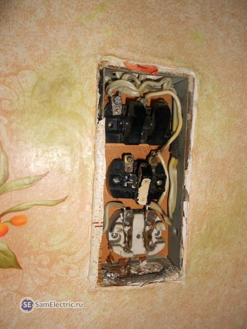2.Старый блок розетки с выключателями в разобранном состоянии