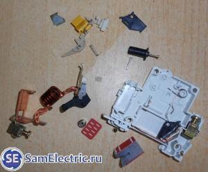 Устройство автоматического выключателя. За секунду до мусорки