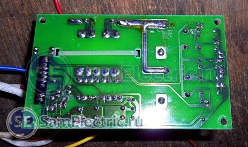 Силовая электронная плата настенного водонагревателя Thermex ID 80 H. Печатный монтаж, вид со стороны пайки.