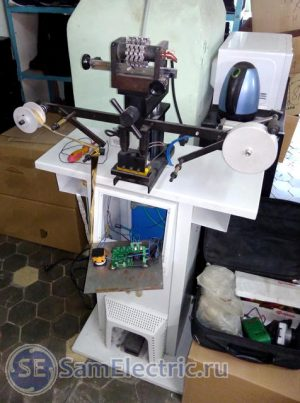 Пресс горячего тиснения с регулятором температуры со снятой передней панелью