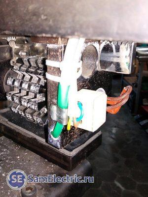 Датчик терморегулятора - в отверстии нагреваемой пластины