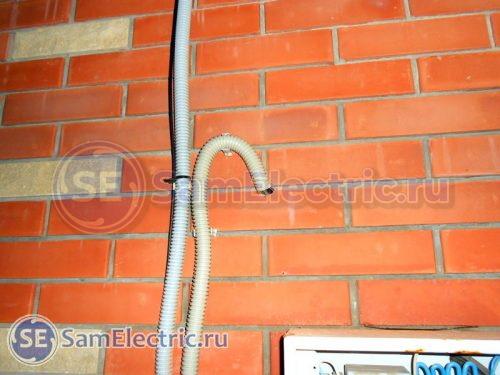 Ввод в дом кабелей к стабилизатору