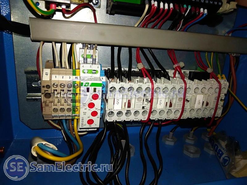 Реле контроля фаз CKF-318-1. Пример установки в компрессор