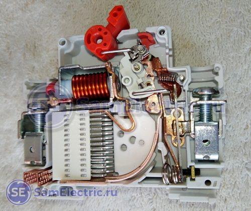 Дифавтомат АВДТ 32 - внутреннее