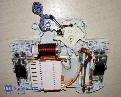 Автоматические выключатели ИЕК Armat